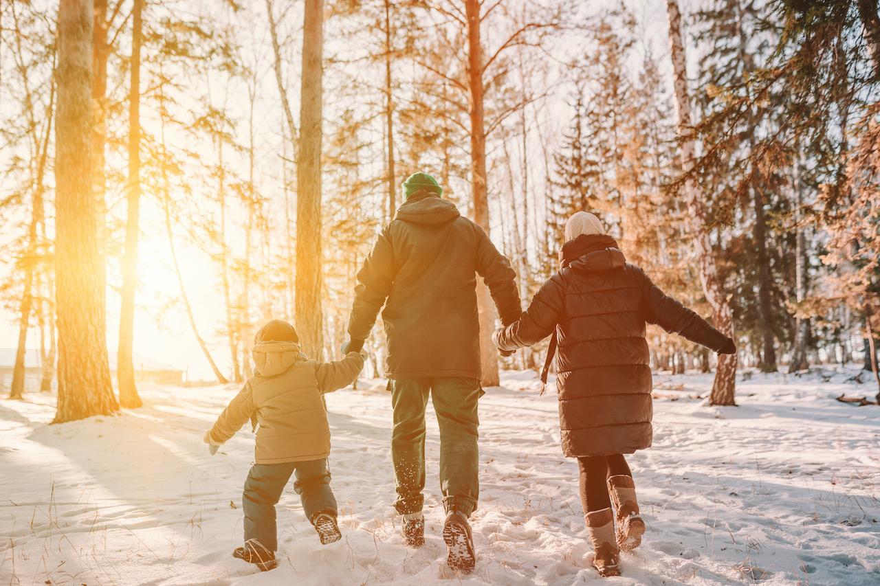 Hry pro děti venku - společná rodinná procházka